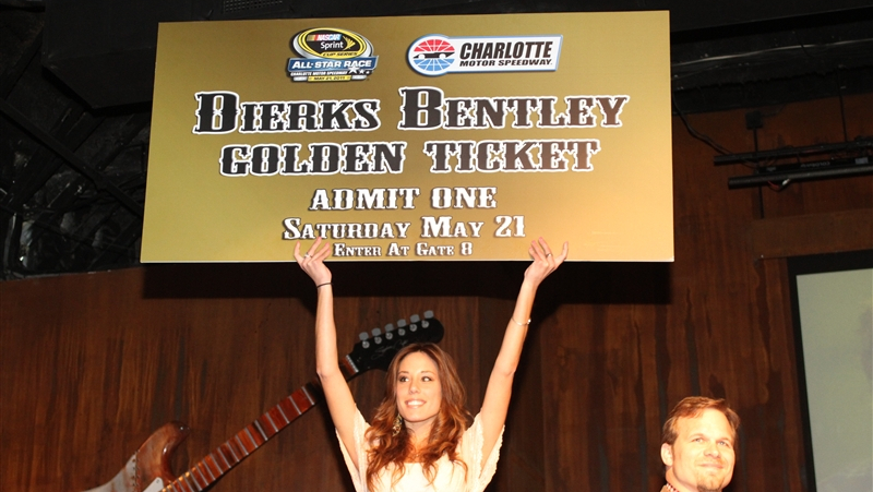 Dierks bentley to perform pre race concert at nascar for Charlotte motor speedway ticket office