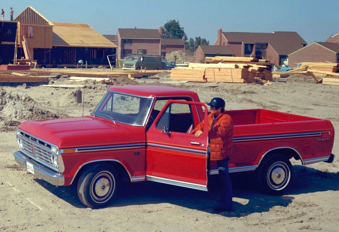 Collector Cars 1974 International Pickup Vs 1975 Ford
